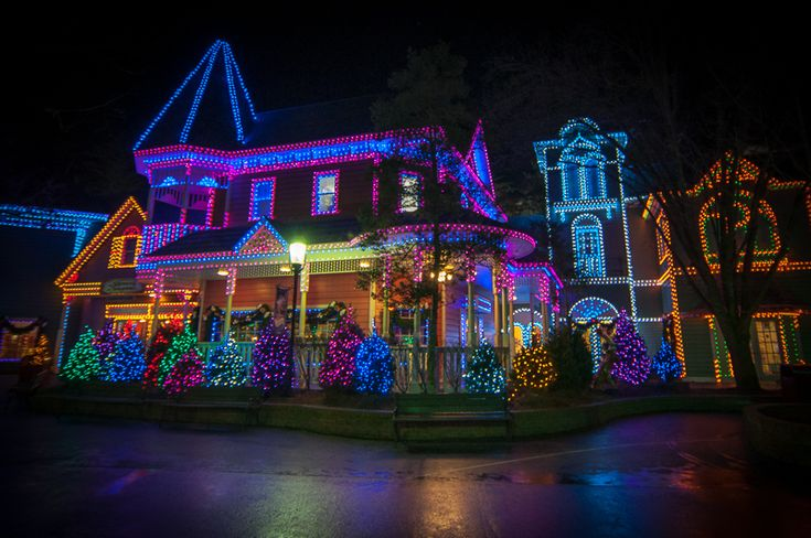 Christmas Decorations In Pigeon Forge Tn : Dollywood christmas google search