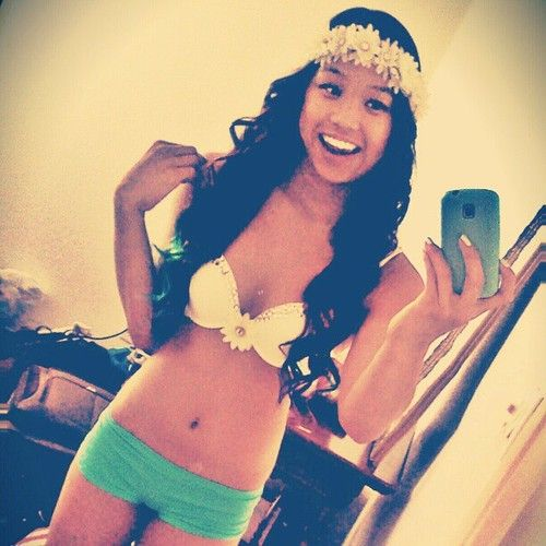 EDC outfit - nice colours and cute flower crown.