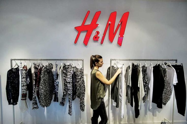 Tres blogueros de moda viajaron a Camboya. H&M les prohibió hablar de lo que vieron