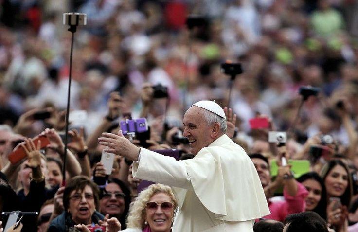 Папа Франциск в Твиттере обошел Барака Обаму по популярности