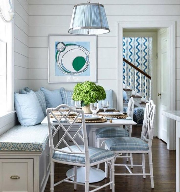 Swooning over this gorgeous breakfast nook! repost from @gallerieb #swooning #brentwoodinteriors #breakfastnook #swoonworthy #blues #houselove
