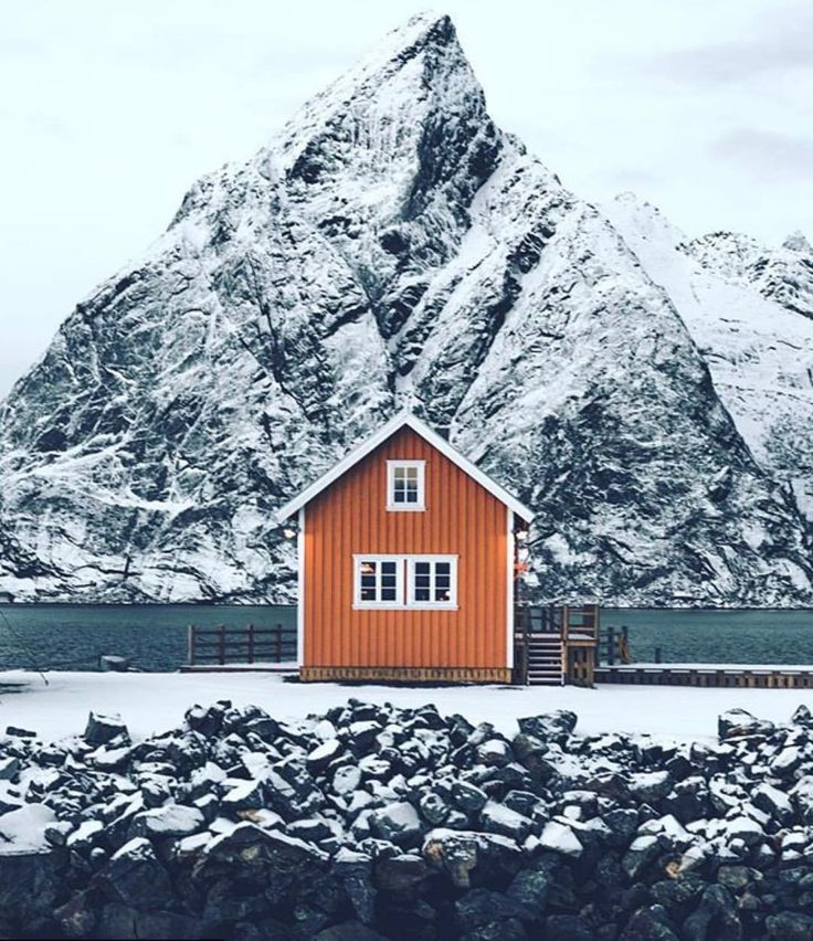 Olstind cabins in Sakrisøy