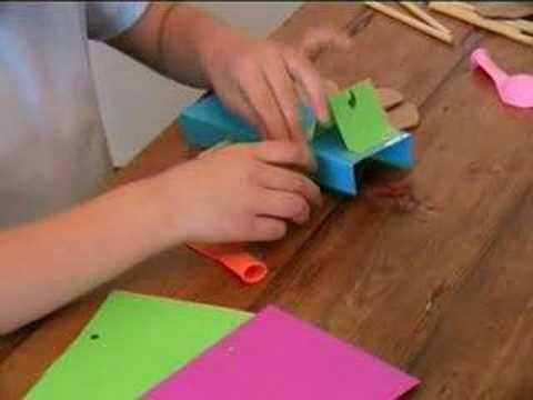 Klokhuis - Zelf speelgoed maken - YouTube. Uitleg ballonauto