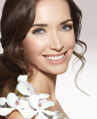 Olivia Chantecaille's Wedding LookCosmetics Skincare, Cosmeticsnail Hair, Bridal Looks, Chantecail Bare, Hair Style, Skincare Cosmetics, Bare Beautiful, Bridal Nature Makeup, Bridal Makeup Looks