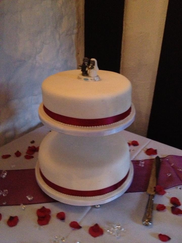 me to you tatty teddy wedding cake topper decoration and burgundy 2 tier wedding cake on swan stand with 17274