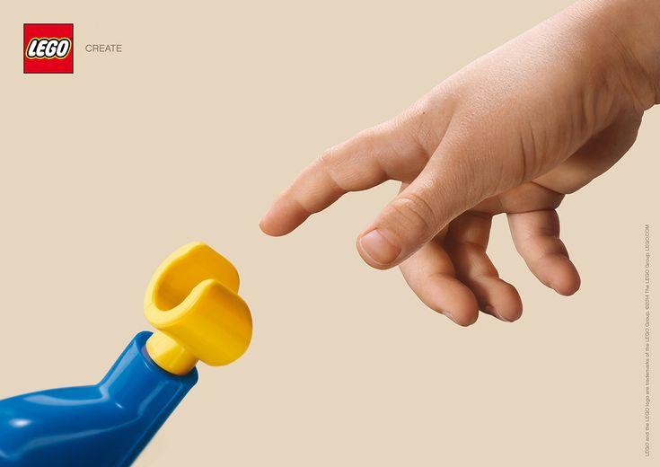 """「想像力と、出会おう。」シンプルさとインパクトを兼ね備えたLegoのプリント広告 ドイツのハンブルグで制作された世界中で人気の玩具・LEGOのプリント広告。  誰もが一目でレゴの広告と分かるクリエイティブがこちら。   子どもの小さな手と、レゴのキャラクターの特徴的な手が今まさに出会おうとしているビジュアル。  コピーはワンワードで、""""CREATE.(つくろう。)""""  大ヒット映画「ET」をオマージュしたかのようなクリエイティブにより、「子どもの秘めた""""想像力""""と、レゴという""""それを解放してくれるおもちゃ""""が遭遇する瞬間」を描き、ストーリー性のある作品"""