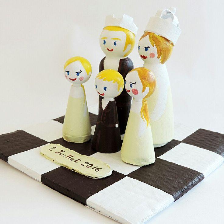 Souvenir d'une commande pour un mariage sur le thème des échecs. Une famille de figurines personnalisées réalisés sur-mesure spécialement pour ce thème.