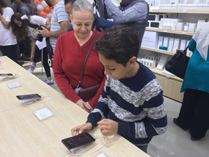 شاومي تفتتح متجرها الأول في مصر  بعد أن شهد شهر أغسطس الماضي إفتتاح المتجر الأول لشركة شاومي Xiaomi الصينية المنتجة للهواتف الذكية في المنطقة في دولة الإمارات تستمر الشركة في سياستها التي تهدف الى التركيز على سوق الهواتف الذكية في المنطقة بإفتتاح متجرها الرسمي الاول في مصر.  يأتي المتجر الجديد كجزء من تجربة متاجرمي ستور  mi store الخاصة بالعلامة التجارية الصينية شاومي ويقع في مركز تسوق سيتي ستارز بالعاصمة المصرية القاهرة. ويتيح المتجر تجربة وشراء أحدث منتجات شاومي والتي تشمل خط الهواتف…