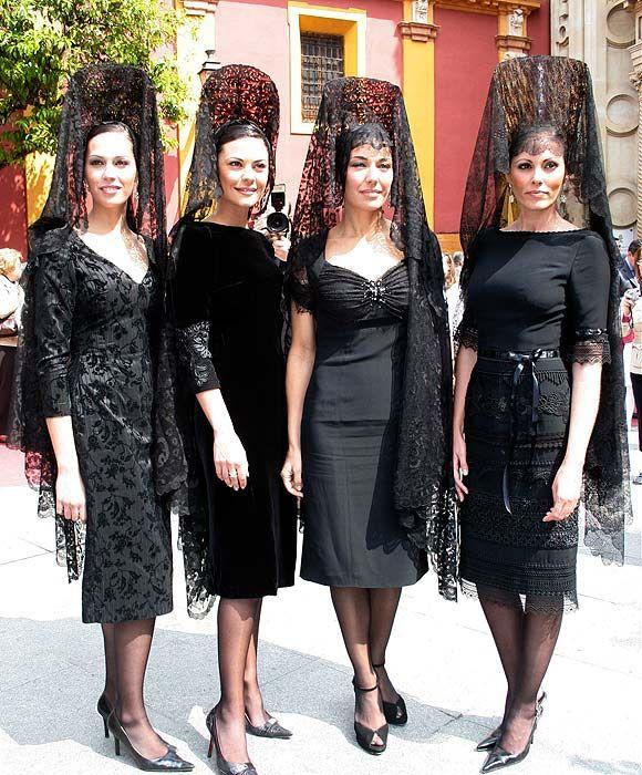 Elegancia Española, Marbella. Beautiful dressed Spanish ladies.