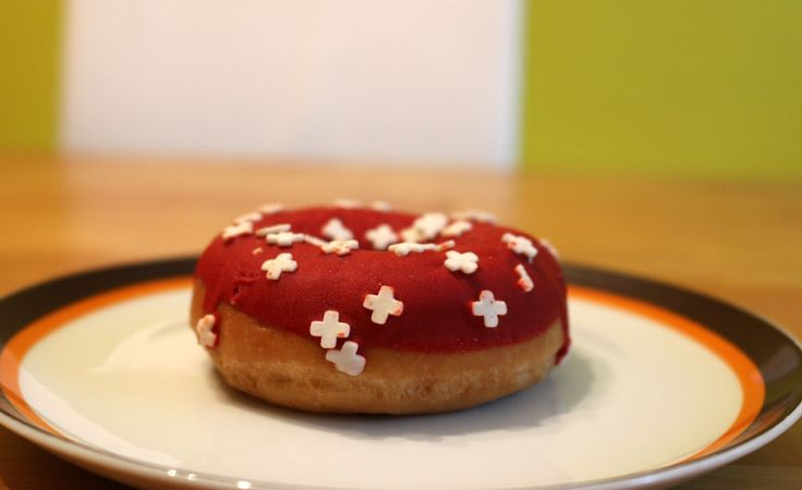Patriotic donut for Swiss National Day spotted at Migros