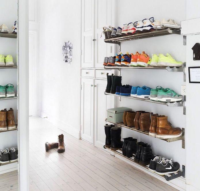 Полки для обуви в прихожую: 70 потрясающих идей для коридора своими руками http://happymodern.ru/polki-dlya-obuvi-v-prixozhuyu-svoimi-rukami-foto/ polka_dlya_obuvi_066 Смотри больше http://happymodern.ru/polki-dlya-obuvi-v-prixozhuyu-svoimi-rukami-foto/