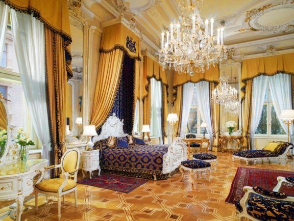 luxus hotelzimmer mit königlichen aussehen. Das ist die Royal Suite im Hotel Imperial in Wien.
