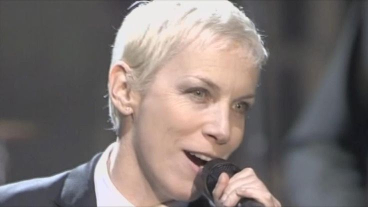 VIDEO /// the beauty Annie Lennox / Eurythmics / Sweet Dreams (Are Made of This). LIVE 2005