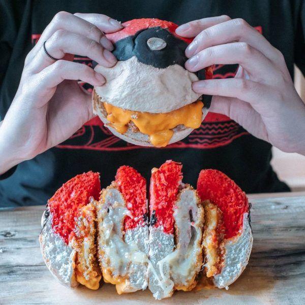 """Tempat Makan Ini Terinspirasi """"Pokeball"""" dari Game Pokemon Go"""