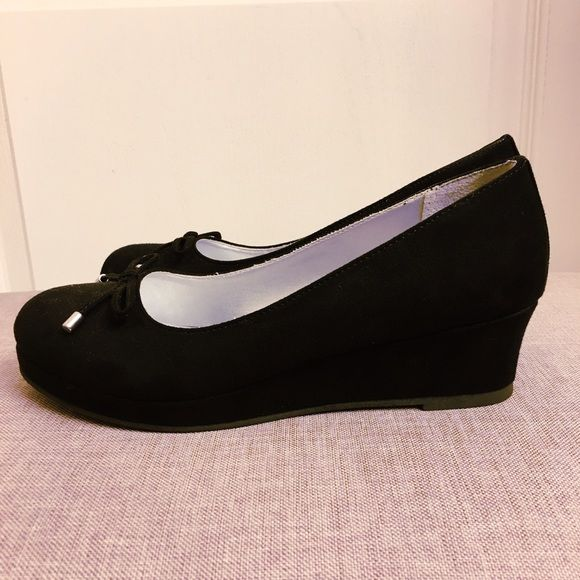 Kitten wedges kitten heels Kitten wedges kitten heels. Comfortable shoes for work! Rarely worn. They are size 3 in kids but fit like a size 5 in women's. American Eagle by Payless Shoes Wedges