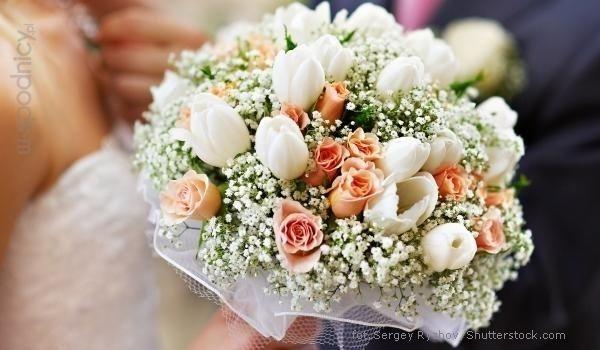Bukiet ślubny z gipsówki, pomarańczowych różyczek i białych tulipanów | whiteDay.pl
