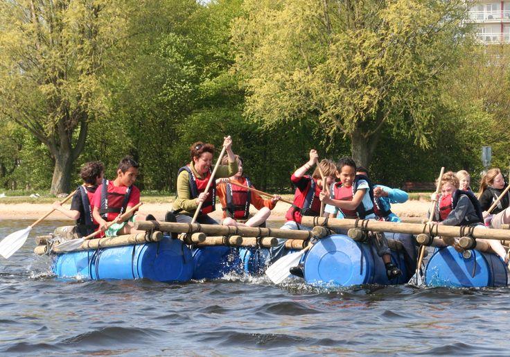 Vlietland heeft uitdagende en actieve kinderpartijtjes vanaf 7 jaar; van klimmen tot kanoën en van vlotten bouwen tot zeilen.