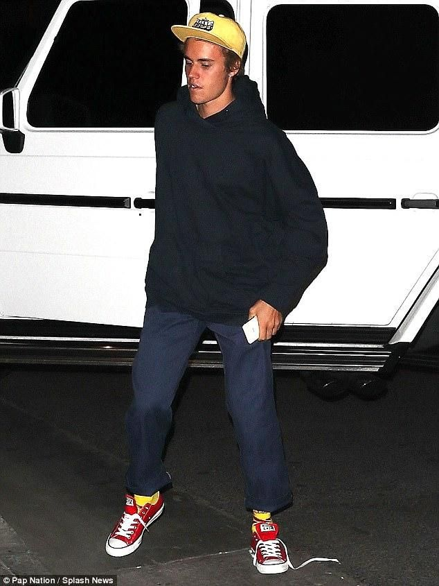 b5d46f7ae7bcb Justin Bieber rocks a yellow HUF snapback hat