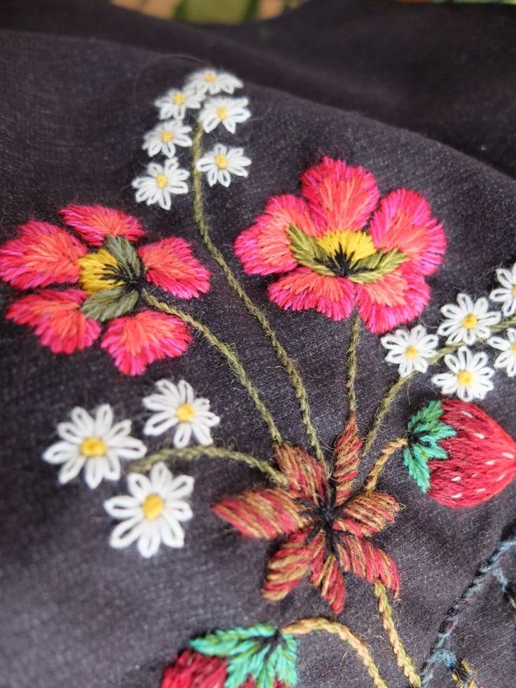 1000 Images About Wool And Crewel Embroidery On Pinterest