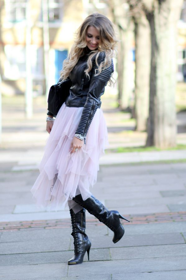 BAG CHANEL, SKIRT FREE PEOPLE, JACKET ZARA, TOP MARKS & SPENCER, BOOTS JOIE