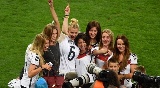 Conozca a las hermosas mujeres de los jugadores de Alemania | Pulzo.com http://www.pulzo.com/estilo/174691-conozca-las-hermosas-mujeres-de-los-jugadores-de-alemania