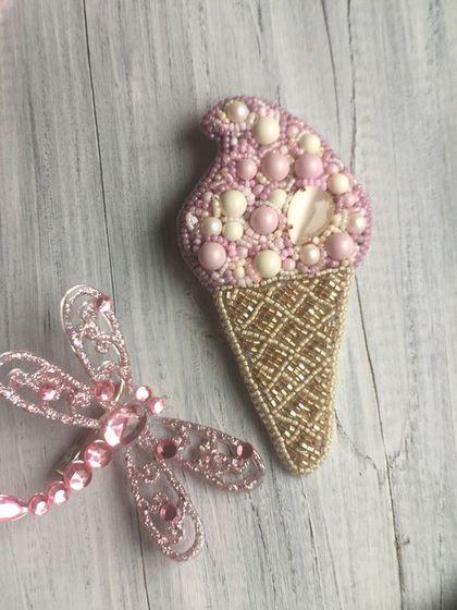 Купить или заказать Брошь Мороженое в интернет-магазине на Ярмарке Мастеров. В тёплые весенние и летние дни брошь Мороженное станет идеальным аксессуаром для Вас. В работе использованы хрустальный жемчуг Swarovski нежных пастельных цветов, кристаллы Swarovski, японский бисер, надёжные крепления.
