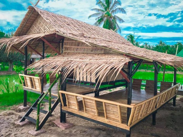 10 แบบบ านกระท อมไม ไผ สวย ๆ อย ง าย อย สบาย เหมาะไว ใช พ กผ อนในไร ปลายนา Ihome108 Bamboo House Bamboo House Design Cottage Style House Plans
