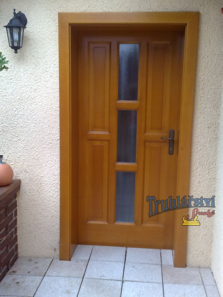 Dveře vchodové, jednokřídlé kazetové, obložková zárubeň, smrkové, nástřik silnovrstvá lazura