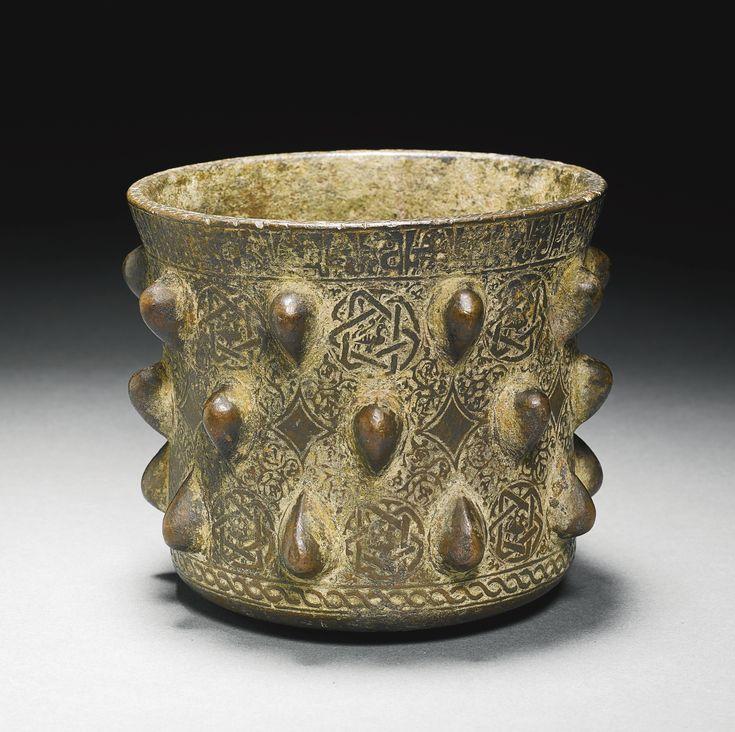 A KHURASAN BRONZE MORTAR, PERSIA, 12TH/13TH CENTURY Schätzung  7,000 — 10,000  GBP