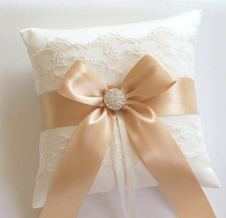 Wedding Ring Pillow Gold Ribbon Pillow with Net Lace por JLWeddings, $44,50