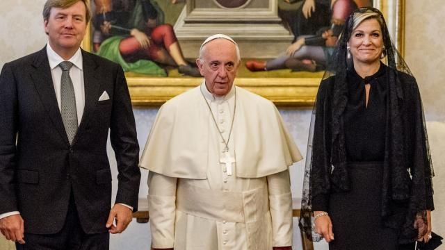 Koningspaar ontmoet paus Franciscus in Vaticaanstad   NU - Het laatste nieuws het eerst op NU.nl