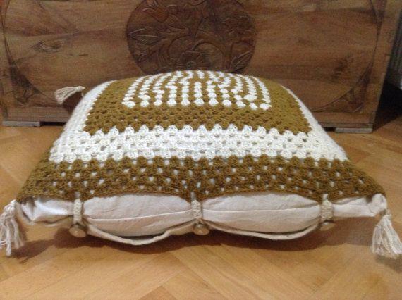 Cozy handmade floor cushion from eldoku, Turkey
