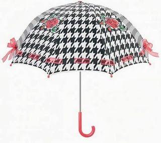 της μόδας τα γυρίσματα: Ομπρέλες λόγω..βροχής!!!