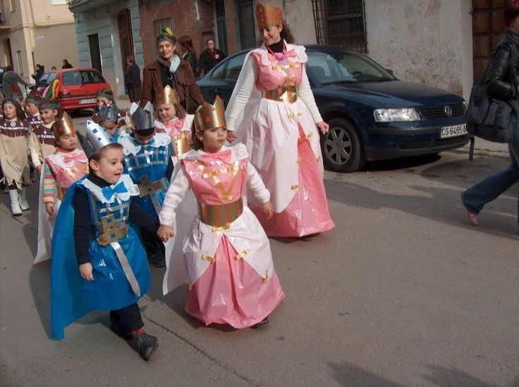 Prince & princess http://www.multipapel.com/subfamilia-bolsas-basura-colores-para-disfraces.htm con bolsas de basura azul rosa y blanco