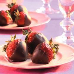 Fragole ricoperte di cioccolato #ricette #frutta #fragole #cioccolato #dolci