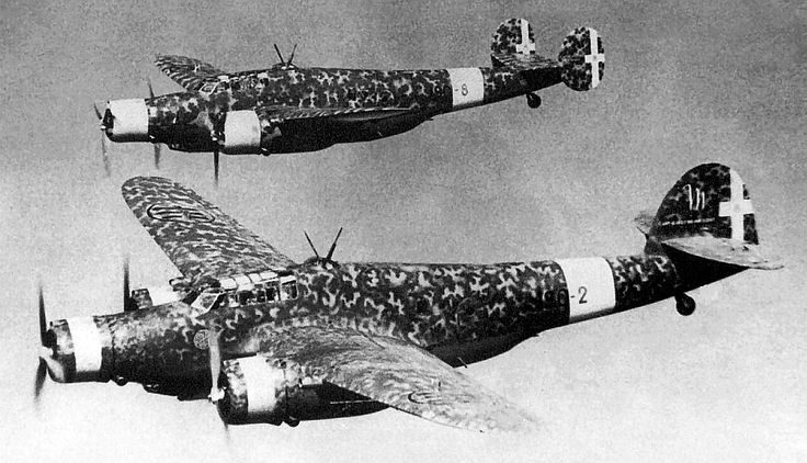 Italian Cant Z1007's bombers , two different models.