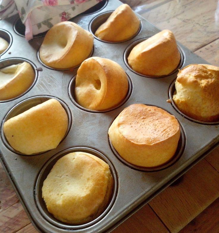 Ces petits popovers sont parfait pour le petit déjeuner du dimanche. Maman ( moi ) se lève tôt pour que sa petite famille déguste les popovers bien chaud! En cherchant sur le net je m'aperçois que les popovers Américain sont en faites les yorkshires pudding...