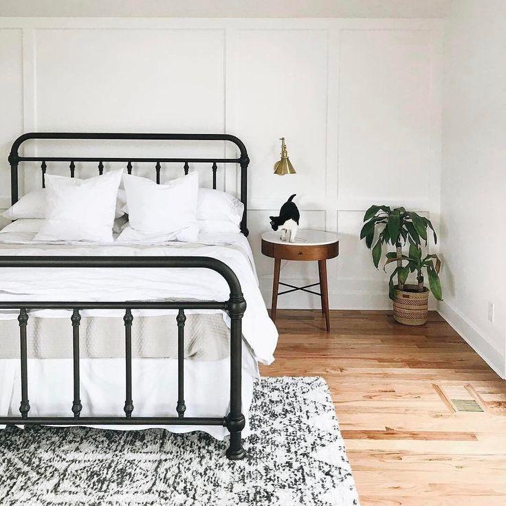 Best 25 serene bedroom ideas on pinterest beautiful for Electric blue bedroom ideas