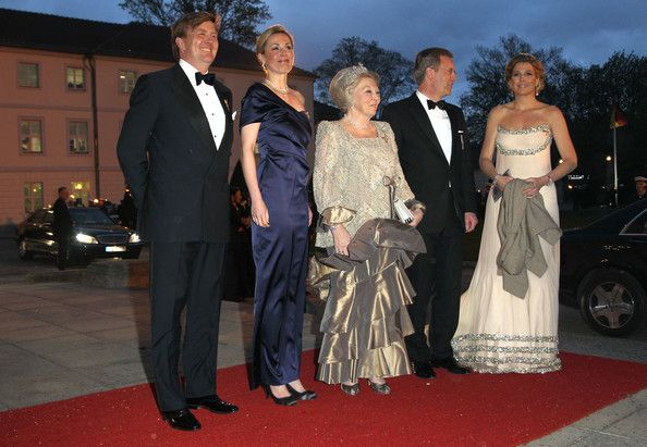 Princess Maxima Photos Photos - German President Christian Wulff (2nd R) and First Lady Bettina Wulff  (2nd L) welcome Queen Beatrix (C), Prince Willem-Alexander and Princess Maxima of the Netherlands at a state banquet given in their honour at Bellevue Presidential Palace on April 12, 2011 in Berlin, Germany. The Dutch royals are on a four day visit to Germany that includes stops in Berlin, Dresden and Duesseldorf. - HRH Queen Beatrix Of The Netherlands And Crown Prince Couple Willem…