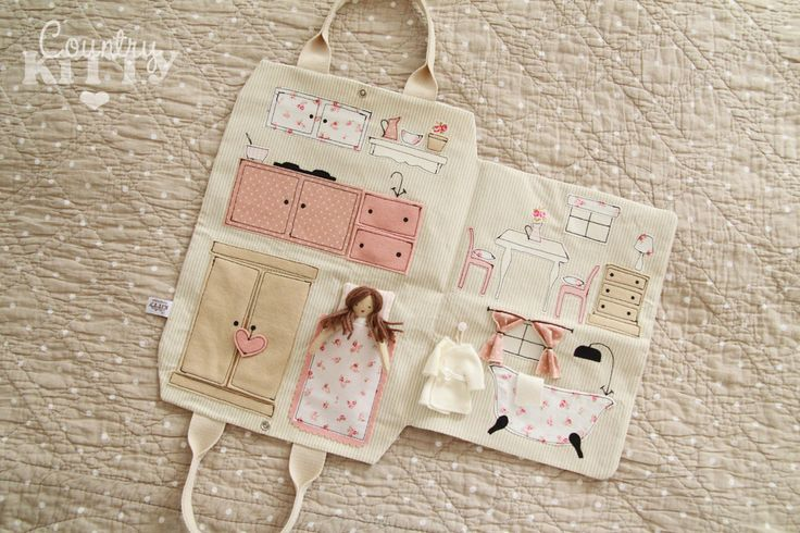 Countrykitty: traveling doll house (this is truly adorable and wouldn't be difficult to make!)