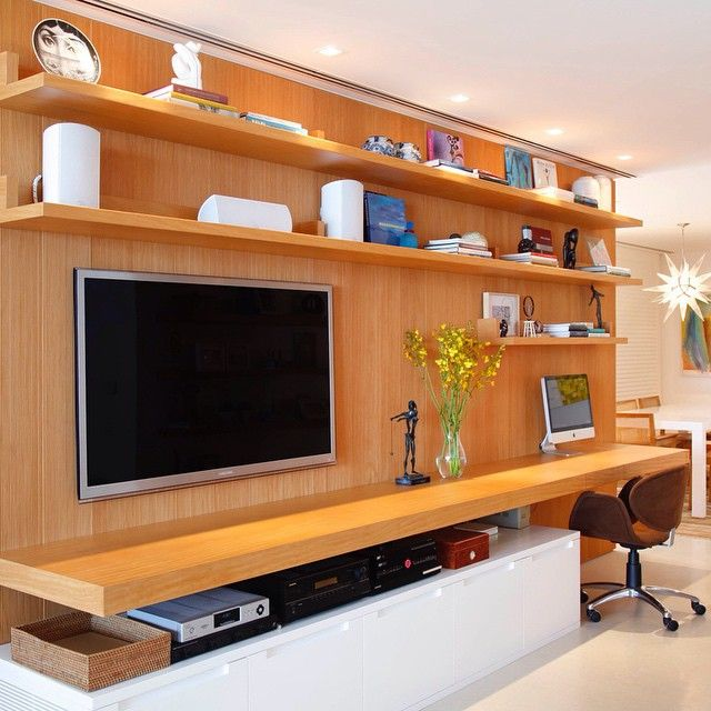Marcenaria planejada para tv e home office. Parceria CAP marcenarias e Laer…