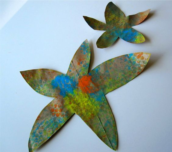 Bubble Wrap Starfish Craft: Use bubble wrap to make cool prints on your sea creature shape-need bubble wrap, paper(paper bag is great), toilet paper roll, paper plate, plate