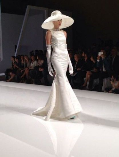 La Sfilata di Abiti da Sposa Nicole 2015 è ispirata da Audrey Hepburn Abiti da Sposa Nicole 2015 cappello