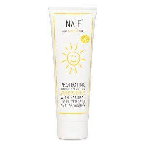 Naif Zonnebrandcreme met factor 50 is een natuurlijke zonnebrand voor kinderen. Bevat geen schadelijke stoffen, smeert makkelijk uit en laat geen witte vlekken achter.
