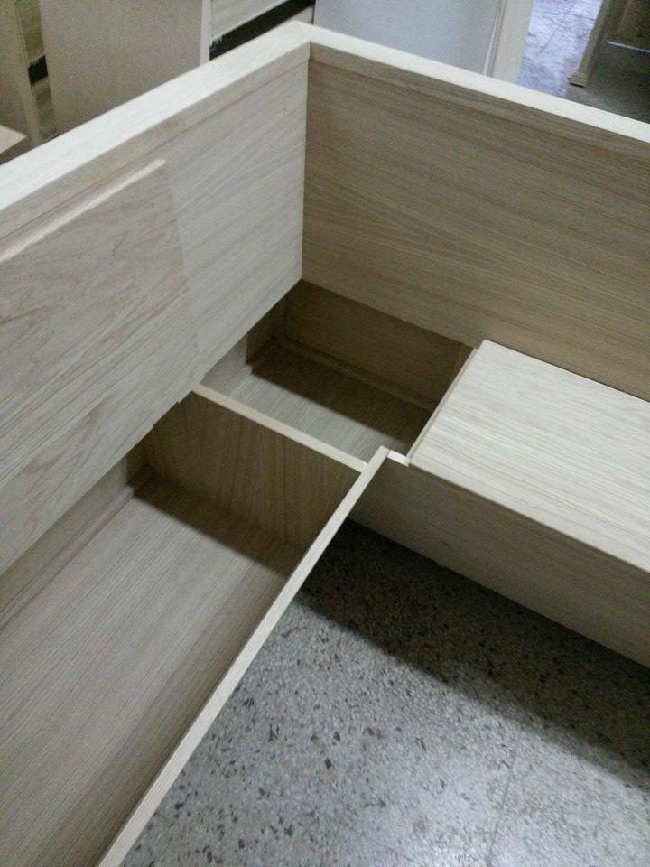 Panca apribile ad angolo in rovere.  legnoeoltre.altervista.org