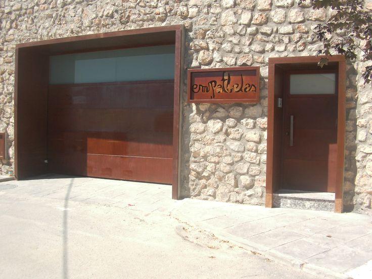 Puertas de corten en un castillo rehabilitado puertas de - Acero corten ...