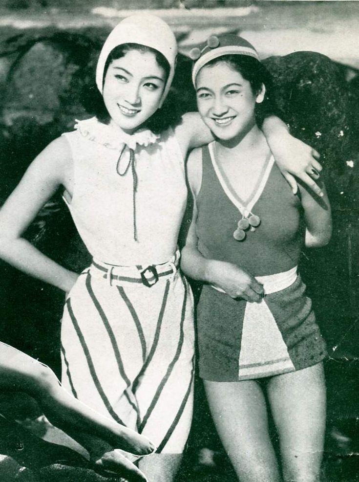 Hara Setsuko and Kuroda Kiyo in Atami (1936).