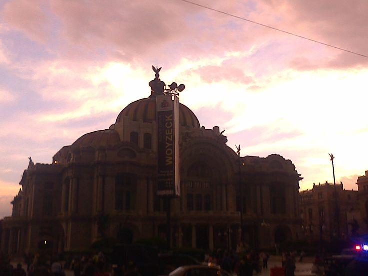 in mnexico city with corey,rowan,sabrina and peyton.. El mundo de Riley(girl meets world)