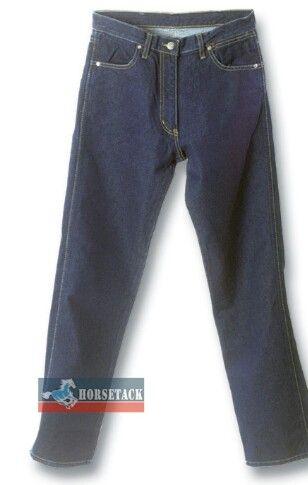 """""""Waist Overall"""" nannte der junge, aus Bayern stammende Levi Strauss die erste Jeans, die er für die Digger, die Goldgräber des großen """"gold rush"""" von 1853, nähte. Sie war aus brauner Zeltplane, hüfthoch und wurde von Hosenträgern gehalten. Die Nachfrage nach diesen unverwüstlichen Arbeitshosen war enorm!"""