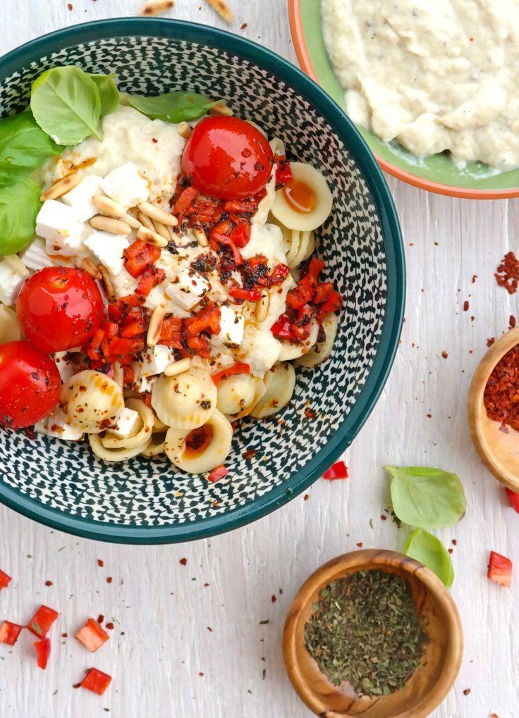 Die Aromen des gesamten Mittelmeerraums vereinen sich in dieser Pasta mit Aubergine und Joghurt zu etwas unfassbar leckerem!